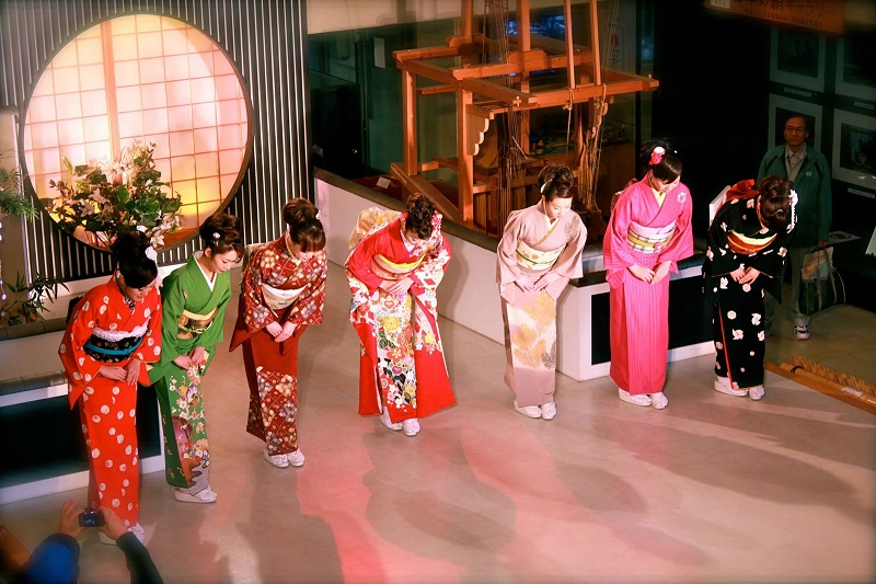 Thăm quan bảo tàng dệt lụa Nishijin nổi tiếng